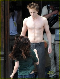 Robert Pattison a torso nudo - New Moon